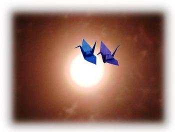 中秋の名月と折り鶴.jpg